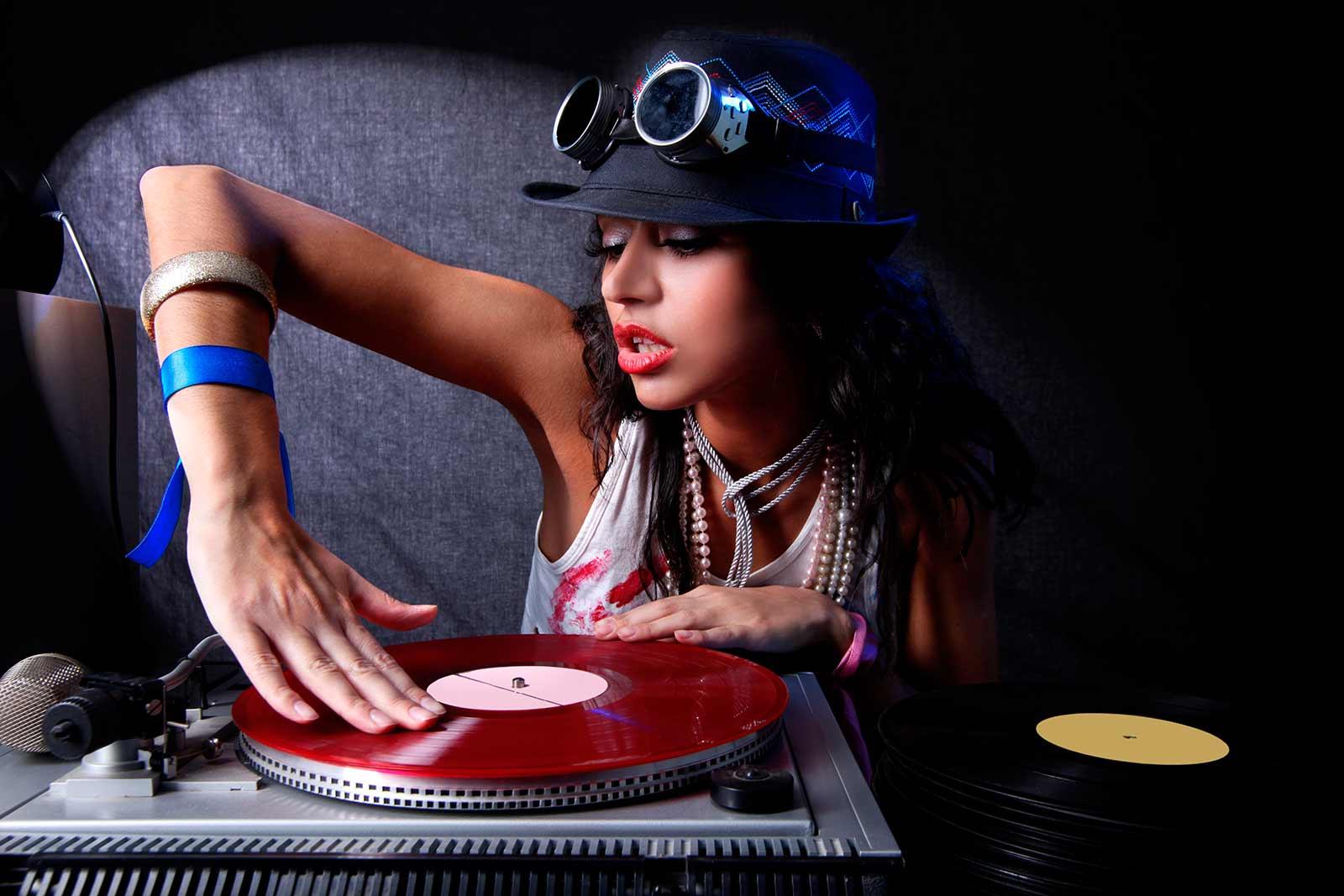 Contratar un DJ en Valencia o en cualquier ciudad de España
